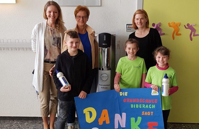 Grundschule Biberach bedankt sich für Wasserspender